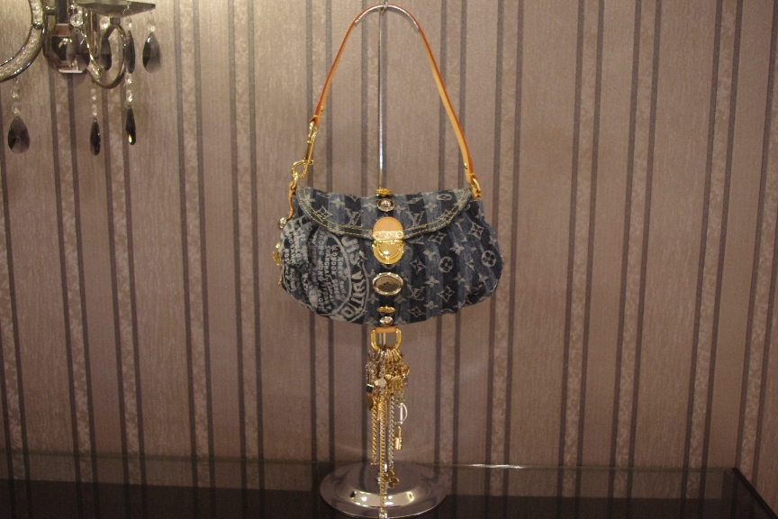 1deb9a4d685cf Brand New Limited Edition Louis Vuitton Denim Mini Pleaty Raye